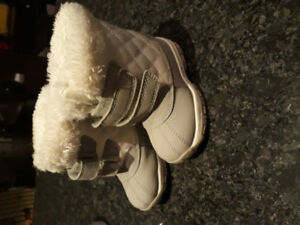 Joe Fresh toddler winter boots size 5. New condition $15.00
