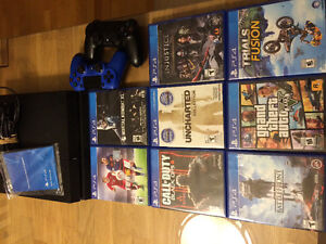 PlayStation 4 / 8 games / 2 controllers / 8 jeux / 2 manetes