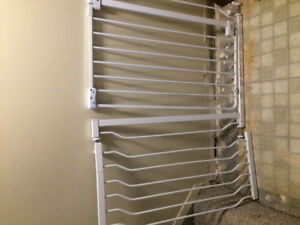 Wall pressure mount baby gate