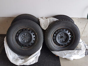 4x Winter Tires on rims (225/65R16) (Used for only 2 winters)