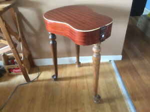 Table - Guitar - Table