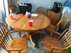 Real oak table with 2 leafs and 6 chairs!