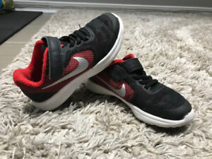 NIKE REVOLUTION SHOES FOR BOYS JUNIOR SIZE 12 - LIKE NEW