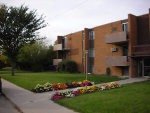 QUIET Top Flr 2 Bedroom: $925 + power, near 8th Street Moose Jaw Regina Area image 1