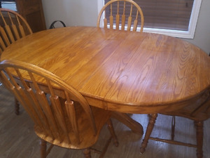 Roxton Solid Maple Table With 4 Matching Chairs
