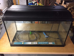 31 Gallon Tank Aquarium with Hood Light in Great Condition