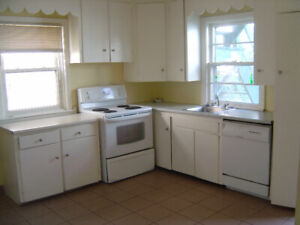 MUST SEE: SPACIOUS 3 BEDROOM w/LAUNDRY near QUINPOOL, DAL, QE11