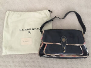 Burberry leather purse