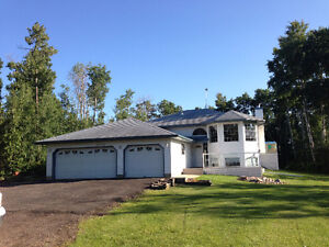 FOR RENT 2.4 ACRE ACREAGE HOUSE close to Edmonton and Sh. Pk.