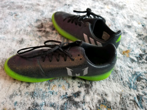 Adidas indoor kids boys soccer shoe size 5 $20