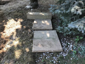 Free concrete step and 2 patio stones