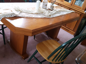 Dining room table for sale 50.00