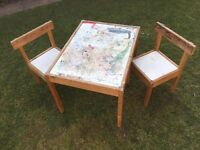 Children's art and craft table with 2 chairs