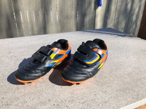 Kids Outdoor soccer shoes / cleats