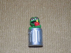 VINTAGE APPLAUSE OSCAR THE GROUCH WITH APPLE SESAME STREET PVC