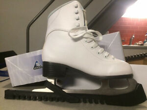 sharped ice skates size 5 with the protection! used only 3 times Edmonton Edmonton Area image 3
