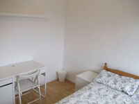 2 Lovely Rooms Available Now In A Flat Share In Limehouse!