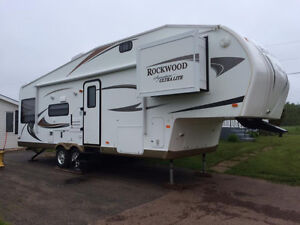 Half ton towable 2012 Rockwood 8285ws