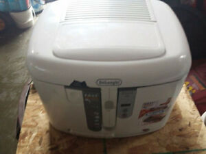 Delonghi Easy Clean Non Stick Deep Fryer