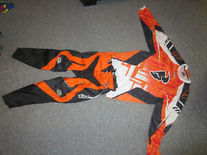 Pantalon et chandail de motocross