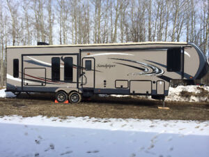 2014 SandPiper 5th Wheel Trailer with Party Deck!