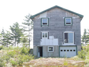 13.7 acres of land and unfinished lakefront cottage in Quinan