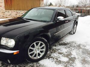 2008 Chrysler300C Hemi tout equip 134000 km VUS