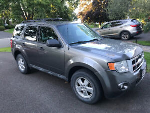 REDUCED!! 2010 Ford Escape XLT - AWD!!!