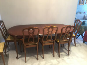 Windsore Dining Set for sale