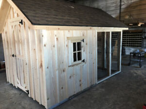 Chicken coop for sale with outdoor run!! Screened in run!!