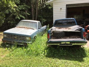 86/93 - 2 Chevy S10 Trucks.