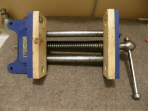 RECORD NUMBER 52 WOOD-WORKING VISE