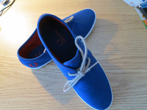 Brand New Fred Perry - Size 8