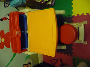 child art desk with chair