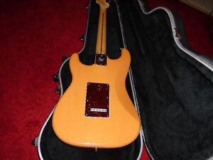 MINT CONDITION AMERICAN STANDARD FENDER STRATOCASTER West Island Greater Montréal image 4