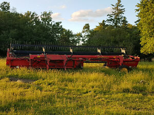 Versatile 2400 header for bidirectional tractor