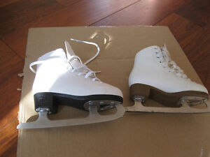 girl's firgure skates sze 1 and 13 good condition clean Kitchener / Waterloo Kitchener Area image 4