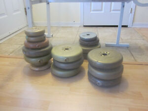 Weight bench with barbell and weights Gatineau Ottawa / Gatineau Area image 2