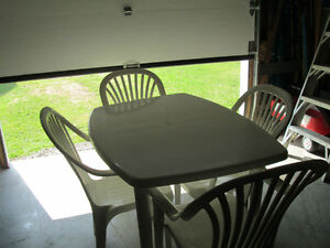 Chaise pour set de patio for Table exterieur kijiji sherbrooke
