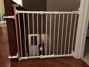 Kidco gate with banister post mounting kit