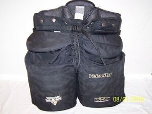 VAUGHN VELOCITY 3 7500 XL GOALIE PANTS Moose Jaw Regina Area image 1