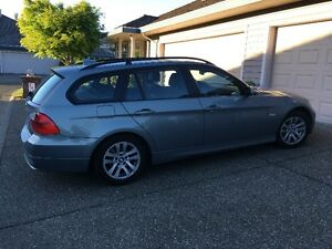 2007 BMW 3-Series 328xi Touring car MINT condition