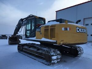2012 JD 250G LC (c/w thumb) excavator / Trackhoe for rent/sale!