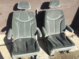 CAPTAINS CHAIRS AND REAR BENCH SEAT