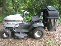 Tracteur White (13 hp / 38 po) avec 2 bacs à gazon !!!  475$