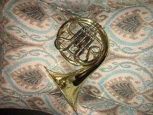 French Horn, very good condition.