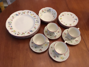 Johnson Bros (Fleurette) dining dish set
