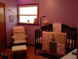 beautiful baby crib converts to toddler bed excellent condition
