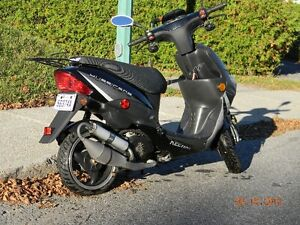 Scooter Keeway Huricane Comme neuf 2900Km 800$