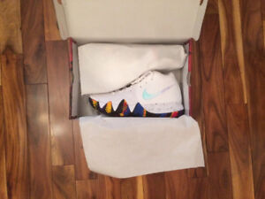 NIKE KYRIE 4 - New in Box